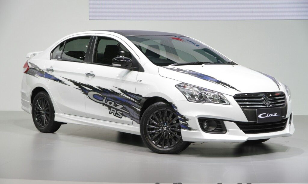 suzuki-ciaz-rs-with-body-graphics-front-quarter-2016-thai-moto-expo-macr8qmecq